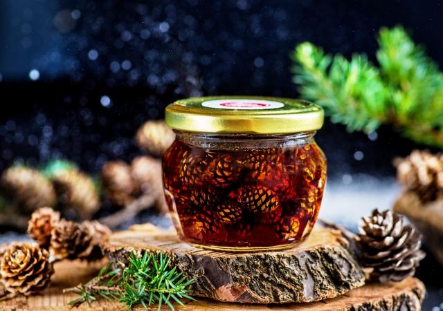Варенье из шишек: как приготовить, когда собирать шишки, польза для организма