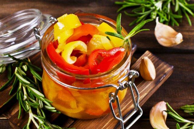 Салат из перца на зиму: 11 простых и очень вкусных рецептов
