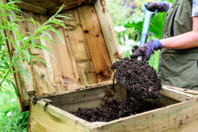 Приготовление компоста своими руками: как быстро и правильно сделать